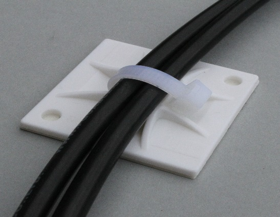 fixation de câble pour panneau solaire